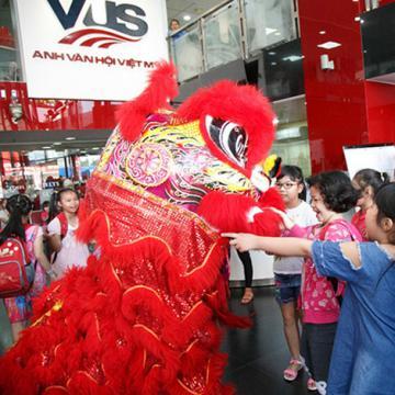 Mùa trăng vàng rộn rã tại Anh văn Hội Việt Mỹ VUS