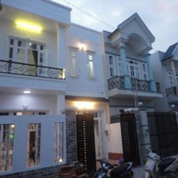 Bán nhà phố đẹp trong khu dân cư Bà Điểm, Hóc Môn