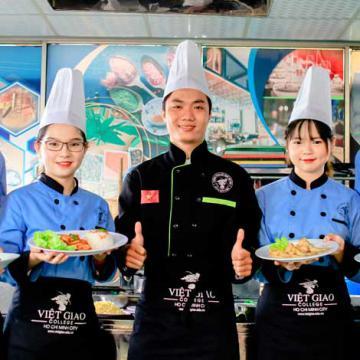 Việt Giao tổ chức nhập học ngành du lịch, khách sạn và bếp
