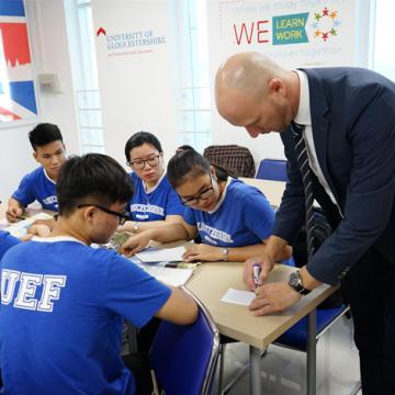 Hướng học tiếng Anh ở bậc đại học để không 'ngáng đường' tương lai
