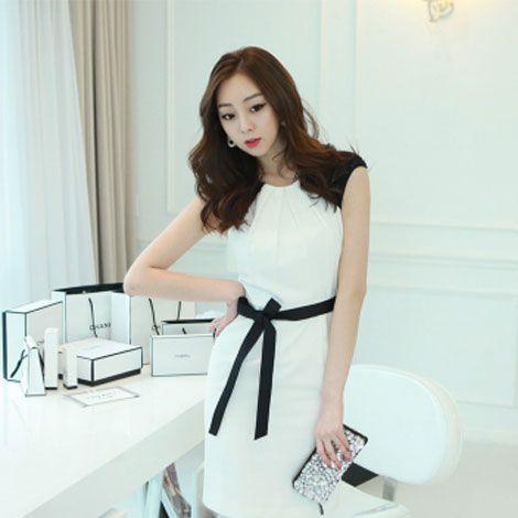 Đầm công sở trắng đính kim sa