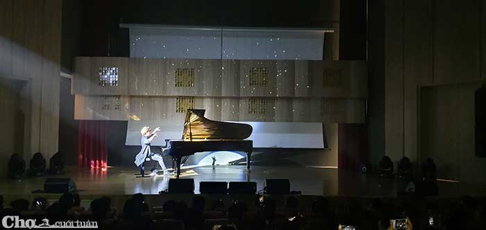 Màn biểu diễn cực chất của nghệ sĩ Tuấn Mạnh bên cây đàn Fazioli F278