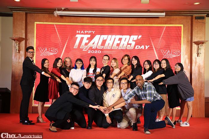 Hơn 2.000 giáo viên tiếng Anh được vinh danh là người hùng dịp 20/11