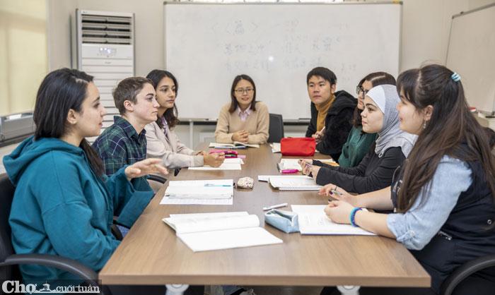 Đại học là môi trường lý tưởng để sử dụng ngoại ngữ