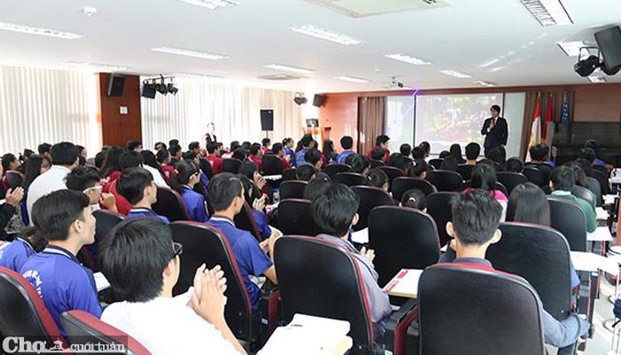 Hơn 2000 học sinh nô nức trải nghiệm làm sinh viên SIU